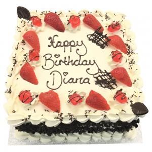 Freshcream with strawberries Cake
